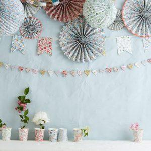 Бумажные шары и вертушки